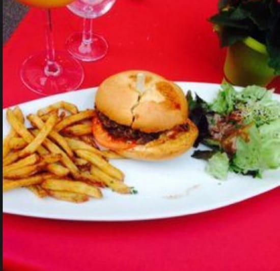 , Plat : Les Sales Mômes  - Le hamburger frites maison.... -
