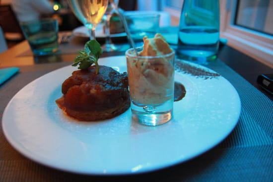 Les Voiles  - Le palet Breton, pomme confite et mousse de caramel -   © Sarah Ponchin / Linternaute.com