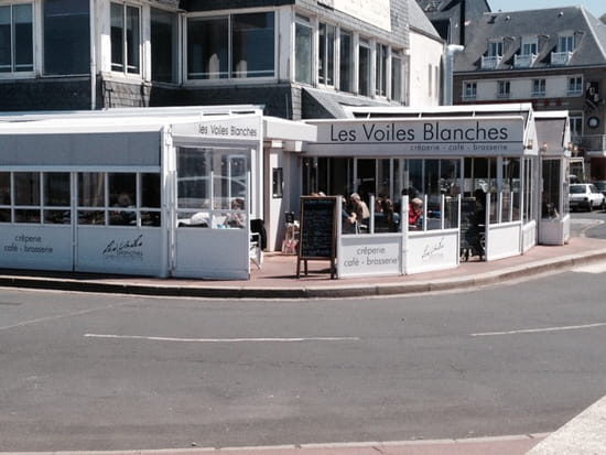 , Restaurant : Les Voiles Blanches  - Façade terrasse couverte -