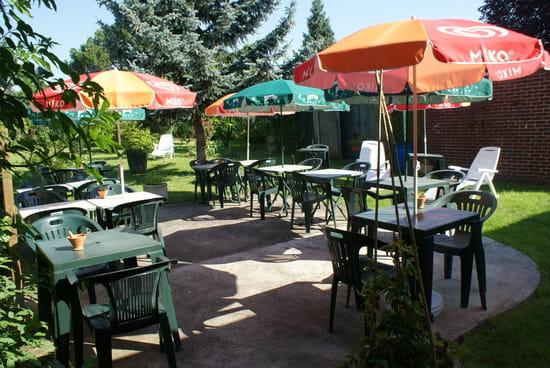 Les Volets Bleus  - Terrasse dans jardin -