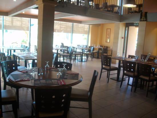 Losmoz Bowling  - salle de restaurant intérieure -