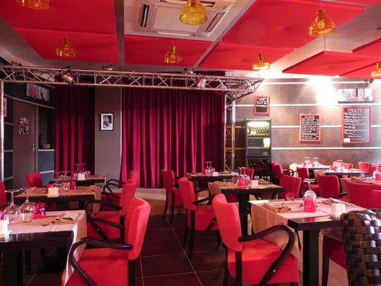 NJ Café  - scene musicale pour les soirées à théme -   © NJC