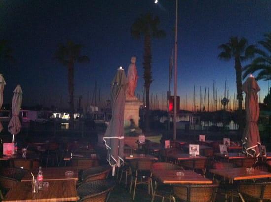 , Restaurant : Ô Dix Sept  - A la tombée de la nuit -