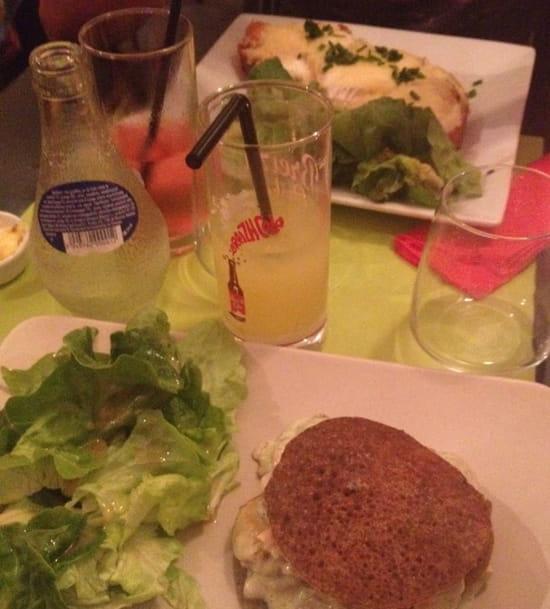, Plat : Ouzhtaol  - Tartine saumon-chèvre et burger blinis saumon- St jacques  -