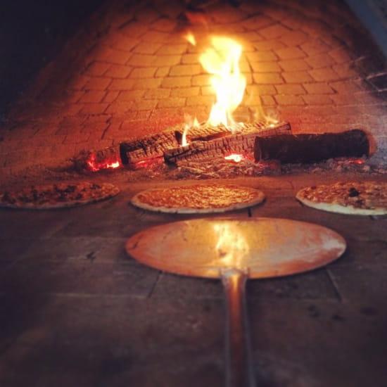 , Plat : Pascal Paoli  - Pizza au feu de bois  -