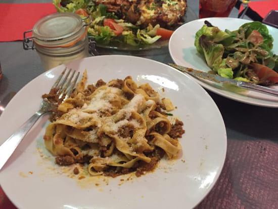 , Plat : Pizzéria La Gondole  - Tagliatelles bolognese et salade verte, trop bon !  -