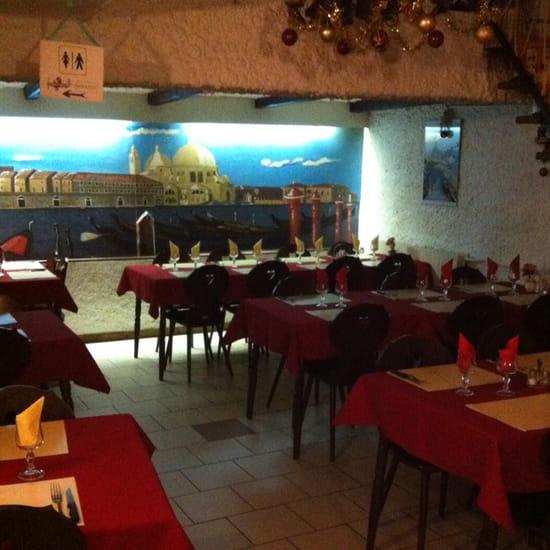 , Restaurant : Pizzeria o Napoli