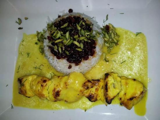 , Plat : Point Soleil  - Spécialité persane : brochette de poulet mariné riz aux airelles et pistaches, sauce safran  -