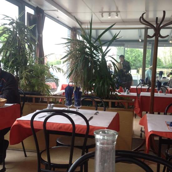 , Restaurant : Restaurant de la Gare  - Une des salles -