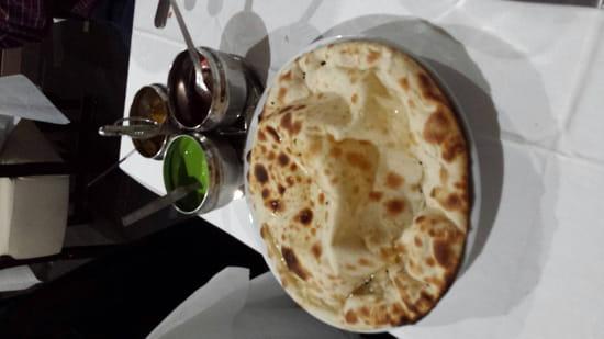 , Plat : Restaurant Indien Suraj 15  - Cheese nan et ses sauces -