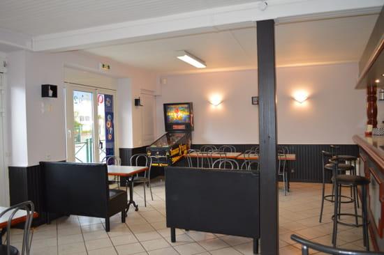 Restaurant L'Entracte (HOTEL, bar, tabac, jeux)  - Notre bar -