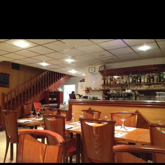 , Restaurant : Restaurant le 7/10  - La. Salle principale ( au rdc) -