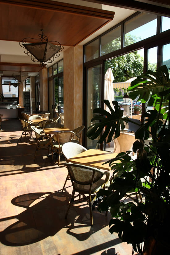 Restaurant Le Lac  - Glacier Berthillon en fond de véranda -