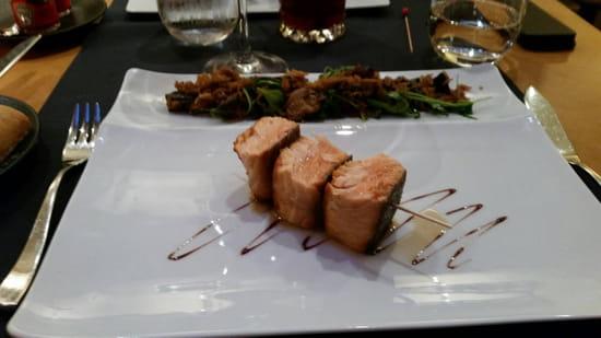 , Plat : Restaurant Le Lumière - Hôtel Scribe Paris  - Brochette de saumon mi cuit -