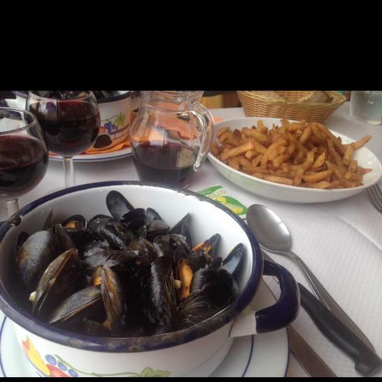 , Plat : Restaurant Le Ménez-Hom  - Moules-frites -