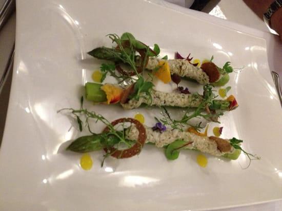 , Entrée : Restaurant Les 7 Mers  - Asperges vertes farcies aux chairs de crabe  -
