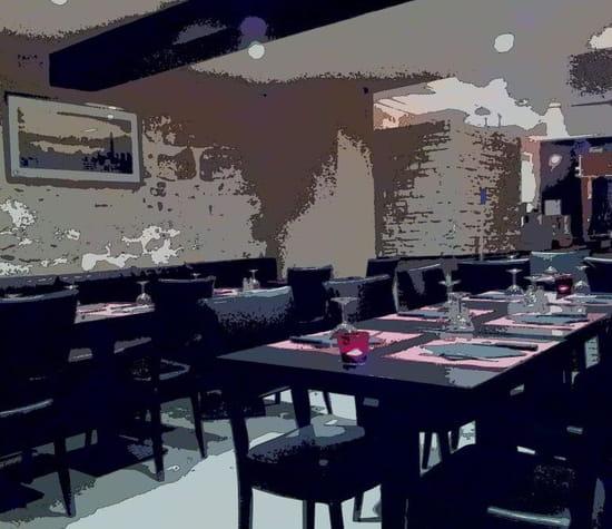 "Restaurant - Pizzeria ""Le Synopsis""  - La salle -"