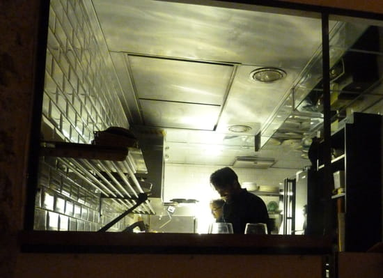 Rossi & Co  - Le chef Marco Rossi en cuisine -   © Sarah Ponchin / Linternaute.com