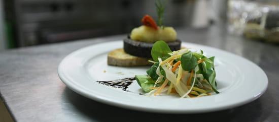 Saucisson et Beajolais  - Saucisson et Beaujolais, des produits frais et sélectionnés -   © Cyril Schmitt