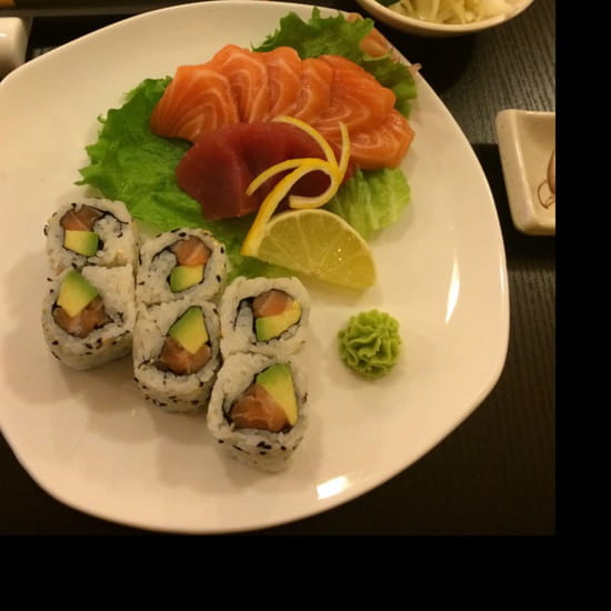 , Plat : Sushi One  - 6 sashimi saumon, 3 sashimi thon et 6 california saumon avocat.  -