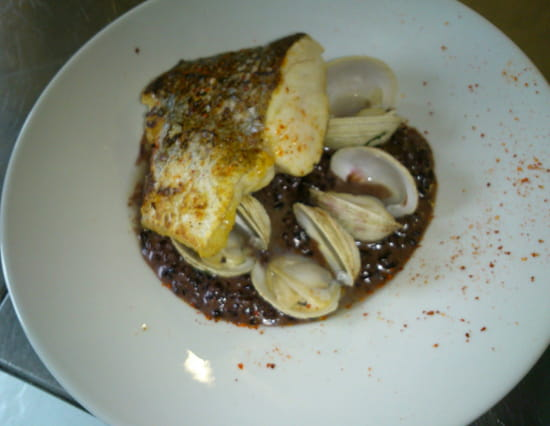 , Plat : Talaia  - Merlu de ligne,  riz vénéré avec ses raisin de Corente et praire  -