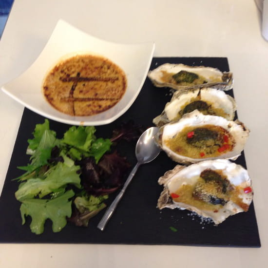 , Restaurant : Terre et Mer  - Huîtres farcies au foie gras et crème brûlée au foie gras frais -