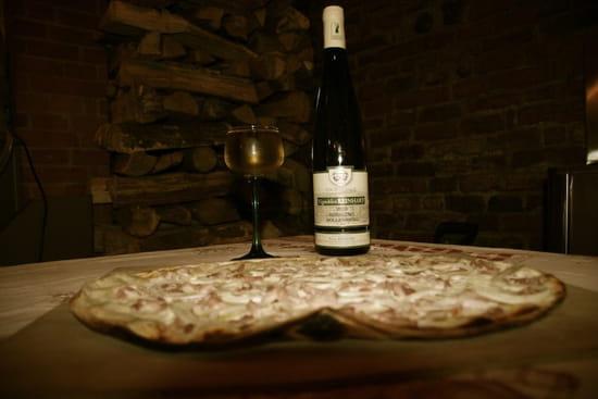 Vents d'Est gastronomique alsaciennes  - Flammekueche cuite au feu de bois -   © Vents d'Est