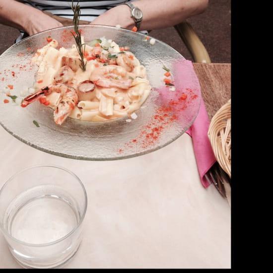 , Plat : Villa Roma  - Macaronis aux noix de saint Jacques et queues de gambas. -